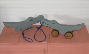 wood gator pull toy